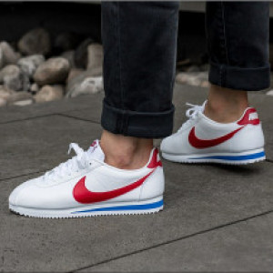 purchase cheap 48f6d 319f8 Nike Classic Cortez Leather